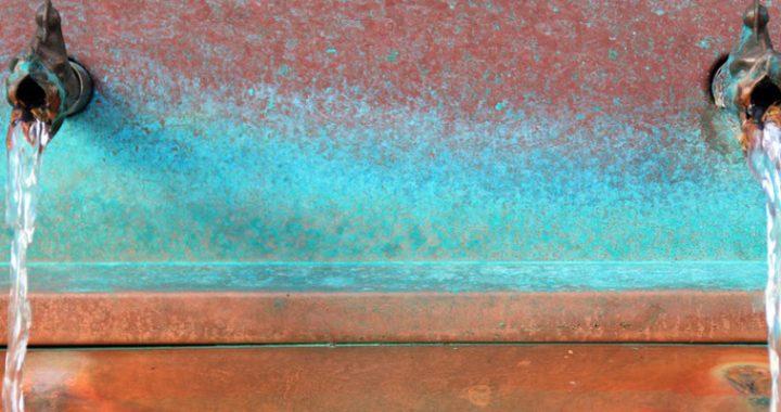 mangan w wodzie ze studni